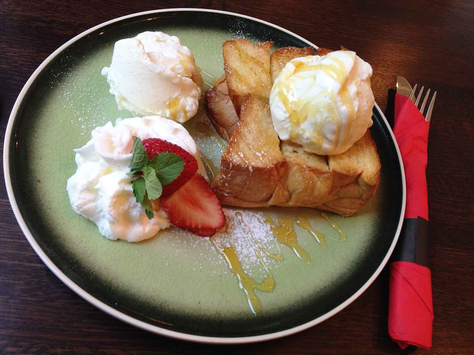 Honey toast with Vanilla Ice Cream